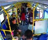 上班大塞车女乘客公交车上晕倒 巡警开路5分钟送其到医院