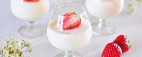 女人多喝酸奶好处多 四个时段喝最营养