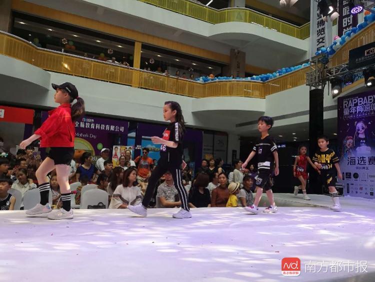 深圳三百位萌宝上演模特秀 一眼就被他们惊艳到