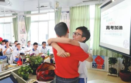 高考在即 这些老师送祝福的方式好温馨