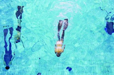 还不会游泳的孩子快去学!游泳或成广东中考体育必考