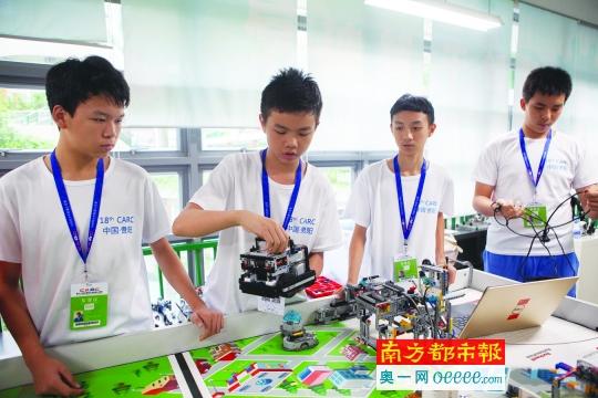 这群学生不简单!南二外四学子将代表中国出征世界级机器人大赛
