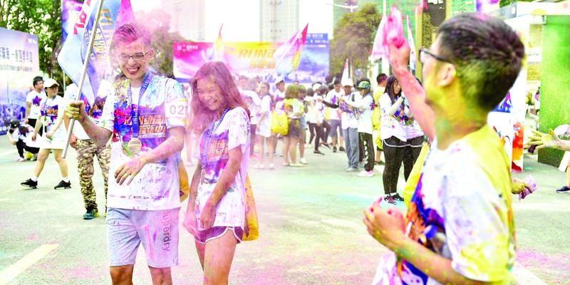 千人共享彩色公益盛宴