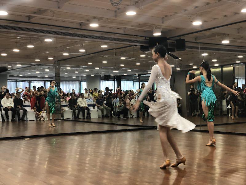 深圳少儿舞蹈正热门 专家建议家长选择机构时要多观察