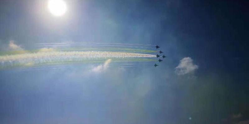 今日开幕式飞行表演现场图来了!超震撼!