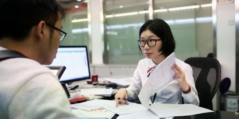 """广州企业领营业执照方便吗,记者体验""""最多跑一次"""",发现……"""