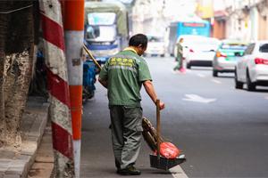 明年起广州环卫工加薪,有人能拿4925元/月