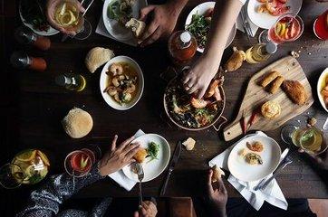 """年底""""聚餐季"""" 小心避免这5个饮食错误"""
