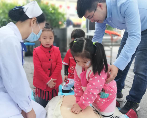 每年55万人因为这个猝死,深圳120急救科普大课堂教你如何做
