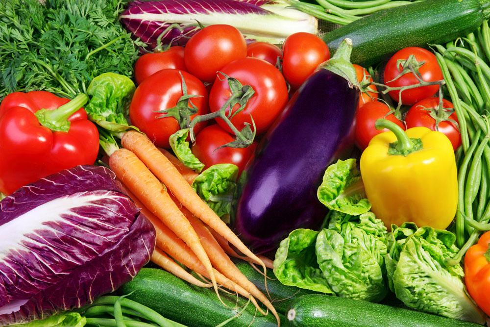 市场供应充足,鲜菜鲜果降价