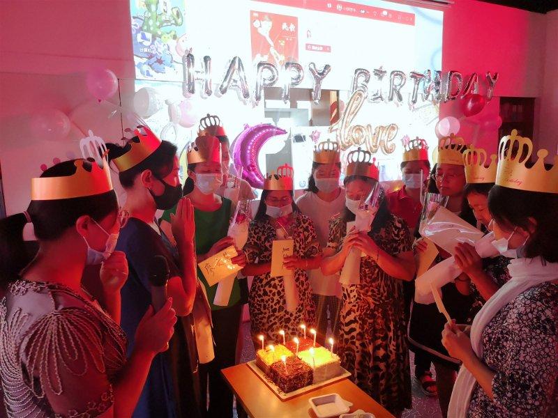 深圳阳光妈妈项目社工举办生日会,帮助30余困境妈妈遇见爱