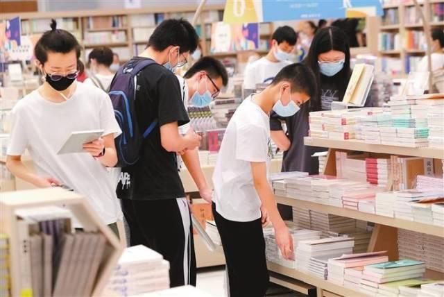 深圳书城五一假期销售额增近50%