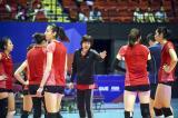 7.郎平指导指出女排目前的问题是缺练。这是郎平(中)在训练中指导球员。