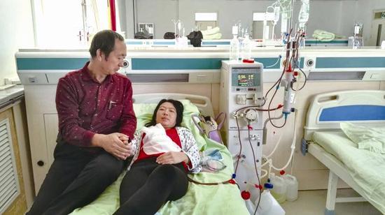 温大25岁研究生患尿毒症 57岁父亲卖房捐肾救女儿