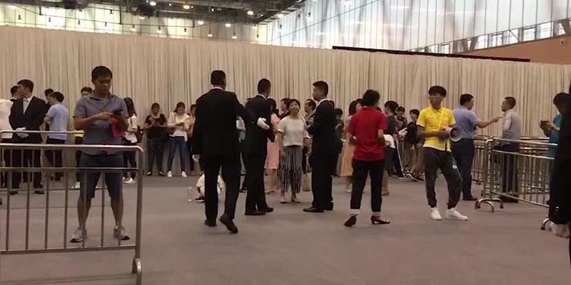 深圳网红盘清晨排长队选房 75岁老太全款买190平