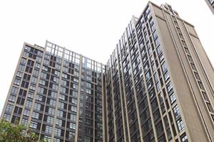 """深圳近500业主搭板隔层成违建,仍有""""买一层送一层""""公寓在售"""