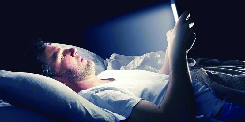 手机蓝光 致盲危局 警惕伤害眼睛的8个习惯