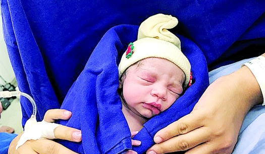 全球首例!逝者捐子宫助女子产下婴儿
