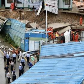 深圳一工业区发生坍塌两人被困,消防紧急救援