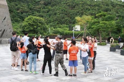 """逛深大、游古城…""""小候鸟""""的这个暑假和爸妈相聚在深圳"""