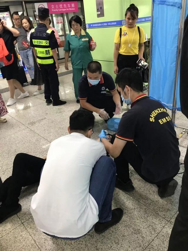 AED救人一命!深圳地铁2号线登良站上演生死抢救