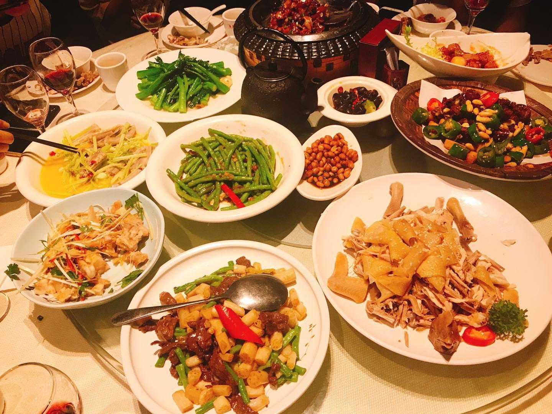 岁末年底各类聚餐频繁,怎么吃更健康?