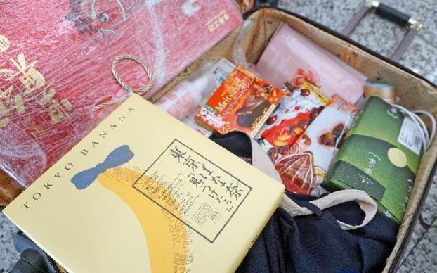 返乡过年,大家的行李装了啥?有零食也有花草