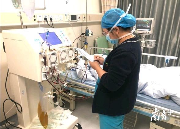 年轻妈妈产后遇罕见疾病,深圳医生把她全身血浆换一遍