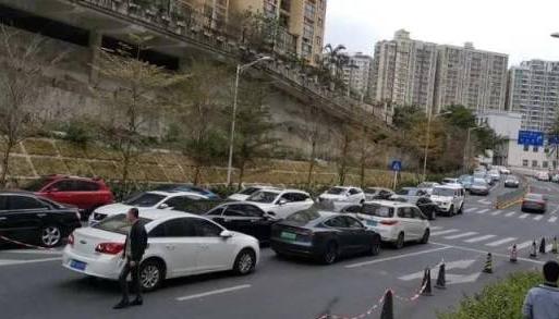 深圳5条临时停车路段恢复管理,两天过渡期后再执法