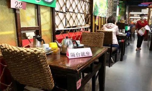 深圳堂食陆续解封 高峰时段有餐饮店顾客需等位
