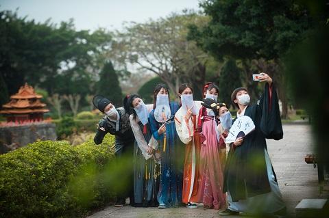 五一长假,来锦绣中华体验民俗风情,玩网红游乐场!