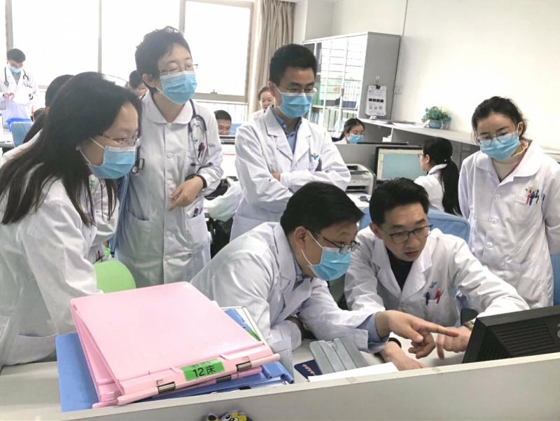 """深圳一新生儿连续3个月发热进ICU,查出国内首例""""怪病"""""""
