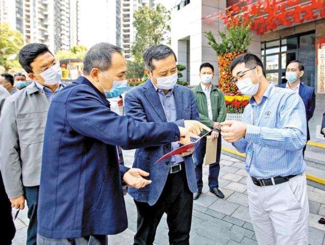 姚任在上川黄连胜醒狮文化馆调研。