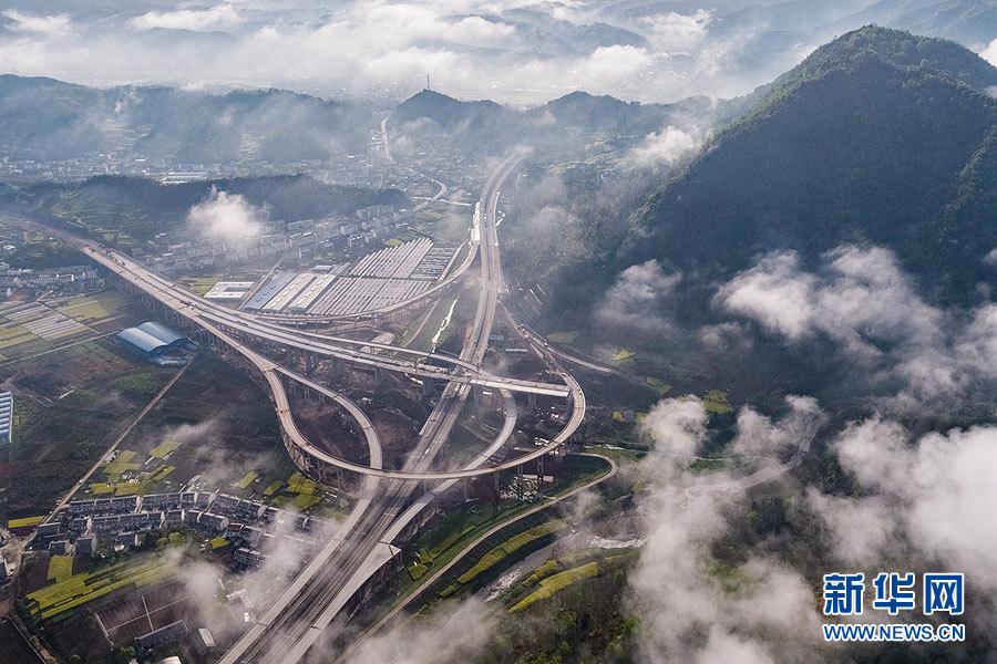 沿着高速看中国 十巫高速建设进入冲刺阶段