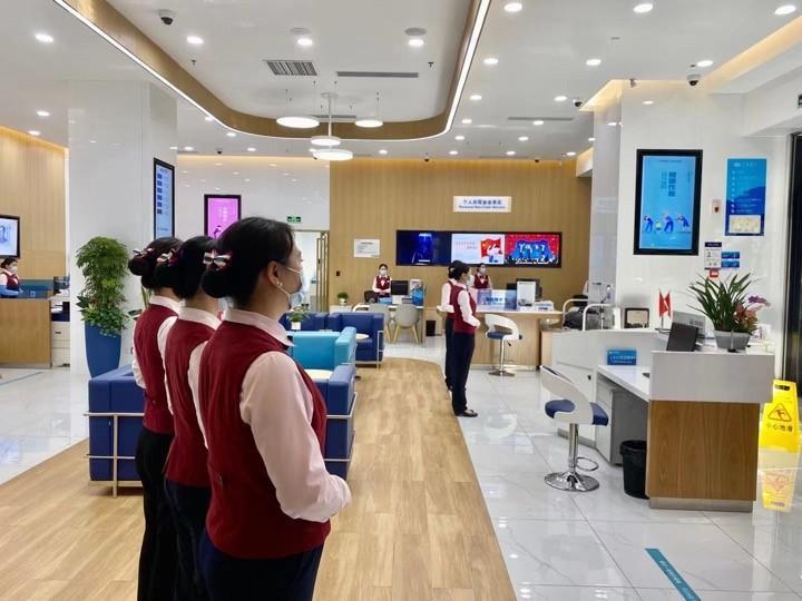 兴业银行深圳民治支行协助警方抓捕 两名通缉犯