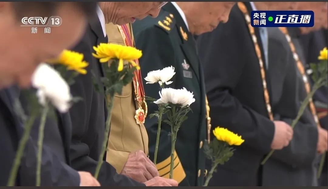 主播说联播 鲜花献英雄,让我们以国家的名义致敬!