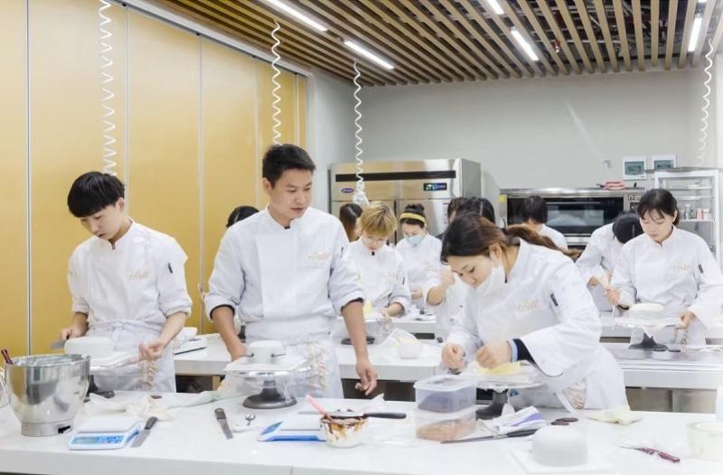 亲子周末活动新选择——深圳首家多元化烘焙学院来了!